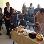 Служба проходила в арендуемом помещении Культурной ассоциации «Музы»