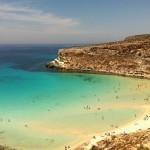 Поражает девственная чистота природы и состояние окружающей среды, светло-бирюзовый цвет прибрежных вод с белыми песчаными пляжами.