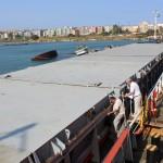 На судно были доставлены продукты питания и питьевая вода, членам экипажа пообещали предоставить возможность вернуться на Родину через неделю.