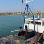 судно и экипаж оказались на Сицилии брошенными владельцем компании, зарегистрированной, опять же, где-то очень далеко - на Багамах.