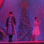 Среди зрителей «Щелкунчика» много детей, которые с восторгом следят за происходящим на сказочной предрождественской сцене