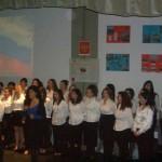 Хор студентов исполняет русские народные песни