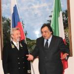 Мэр Палермо Леолука Орландо в своем приветствии отметил высокий уровень сотрудничества с Генконсульством, заинтересованность в развитии экономических и культурных связей с Россией