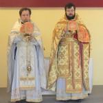 К нам впервые приехал из Рима настоятель храма Святой Великомученицы Екатерины иеромонах Антоний (справа). Вместе с ним сослужил священник Аполлинарий из Катании (слева).