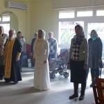 Не приспособленное к церковной службе помещение музыкальной школы на время как-бы превратилось в настоящую домовую церковь, все почувствовали присутствие Благодати Божьей
