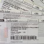 È possibile acquistare i biglietti online sul sito del Teatro Massimo o presso le biglietterie