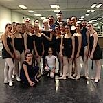 В первый день маэстро занимался с двумя группами учеников, а в конце занятия педагоги вместе с Гедеминасом отобрали 20 лучших танцоров, которые продолжили обучение на следующий день.