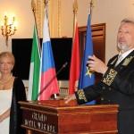 В приветствии Генконсул Владимир Коротков пояснил, что главный государственный прием был проведен 12 июня в Риме новым послом России в Италии С.С.Разовым.
