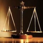Изначально неверно была выбрана линия защиты, из-за неквалифицированных или намеренных действий адвоката не был подан встречный иск, не предоставлены доказательства в защиту, не подана ответная реплика. Решение по делу умышленно затягивалось
