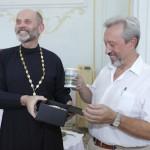 © Фото: Габриеле Лентини | Отец Сергий (Дмитриев) и Генеральный консул России в Палермо Владимир Коротков