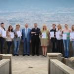 Слушатели Осенней школы с сертификатами об окончании курсов