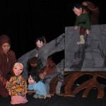 В прошлом году сицилийский кукольный театр «Опера деи Пупи» был приглашен в Якутск, где в ходе культурной программы V Международных спортивных игр «Дети Азии», прошел международный фестиваль «Встреча Шедевров ЮНЕСКО на земле Олонхо». Тогда, директор театра Розарио Перриконе выразил надежду, что якутский театр сможет приехать на Сицилию и познакомить местную публику со своим творчеством.